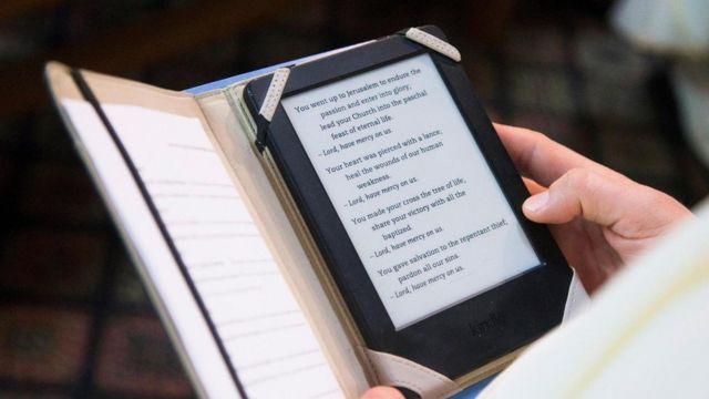 Библия в планшете