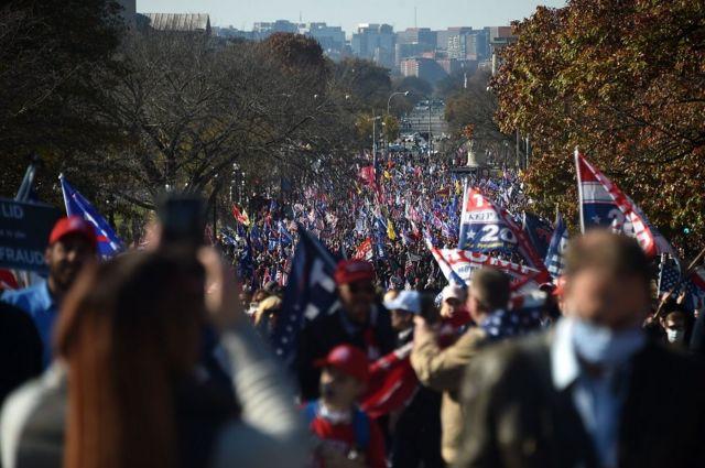 Miles de partidarios de Trump marcharon por las calles de Washington D.C. este sábado.