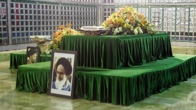 Shrine of the late Ayatollah Ruhollah Khomeini at Khomeini's mausoleum in Tehran (2009)