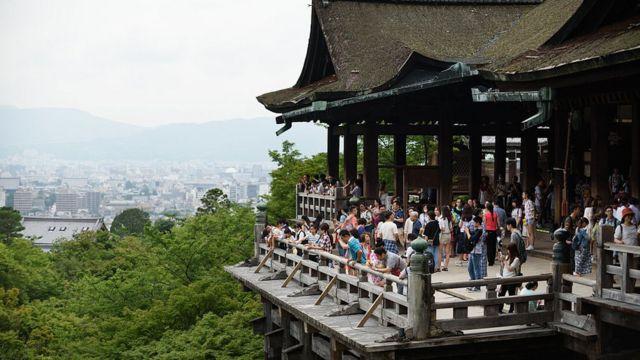 京都の歴史的な名所は多くの観光客をひきつける