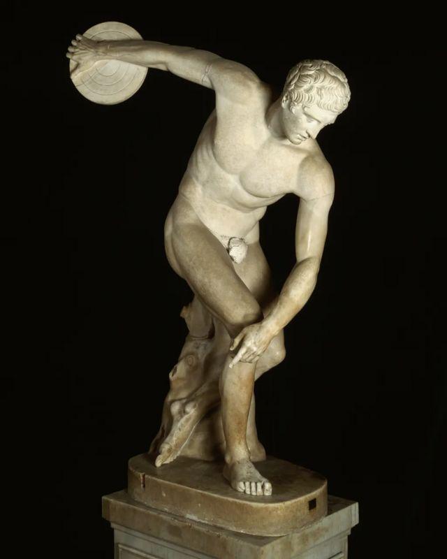 Древние греки соревновались обнаженными, чтобы продемонстрировать свою физическую мощь и красоту человеческого тела
