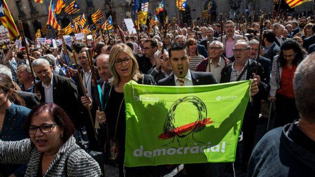 Des centaines de Madrilènes ont apporté leur soutien aux Catalans