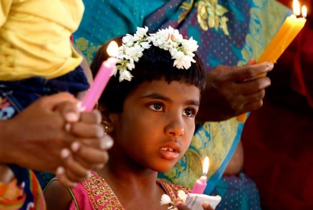 Umat Kristiani India dalam kebaktian di Bangalore.