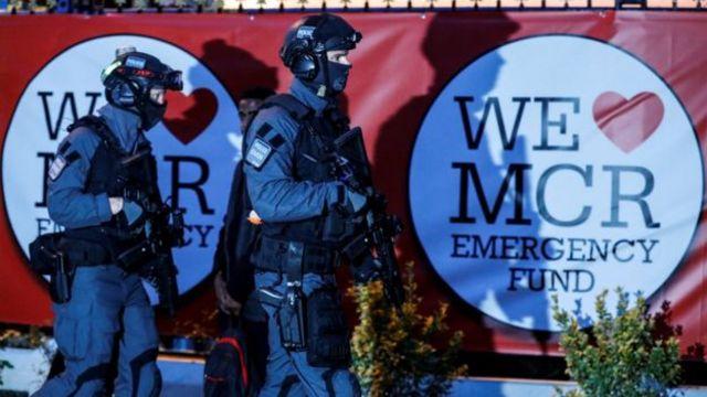كان الحفل تحت حماية شرطة مسلحة