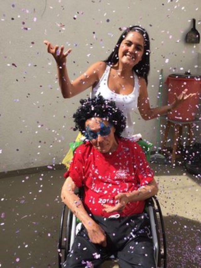 A estudante Thalita Ferreira e seu avô Teotonio Pires Ferreira