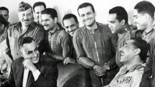 ఈజిప్ట్ యుద్ధ విమానాల పైలట్లతో నాజర్, 1967