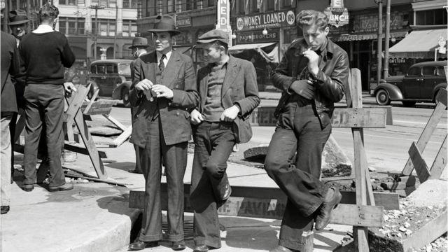 Desempregados se reúnem nas ruas de San Francisco, nos EUA
