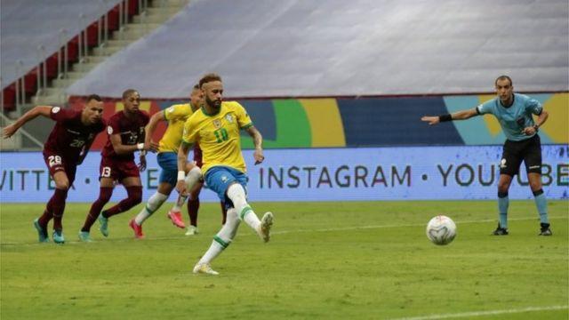 Neymar en un cobre de penalti