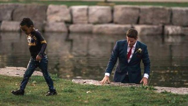 Mempelai pria Clayton Cook menyelmatkan seorang bocah yang tenggelam di sungai