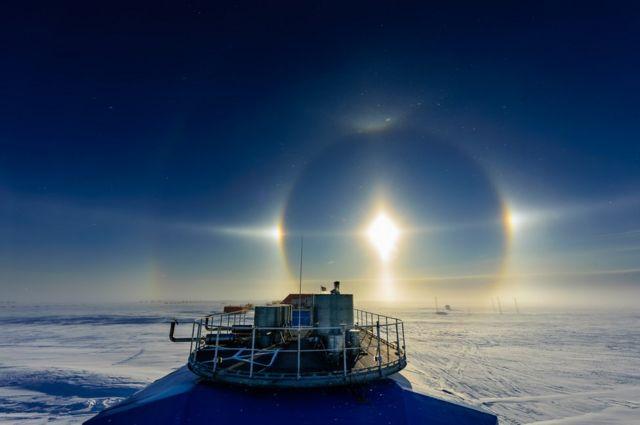 Michal Krzysztofowicz: halo de sol sobre Halley