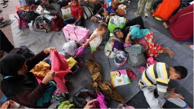 Hàng nghìn người phải di chuyển và sống trong các khu trú ẩn tạm thời