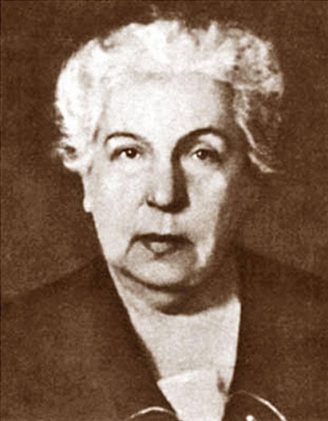 Марія Старицька, дочка відомого письменника і театрального діяча, також заступала голову комісії і брала найактивнішу участь у її роботі