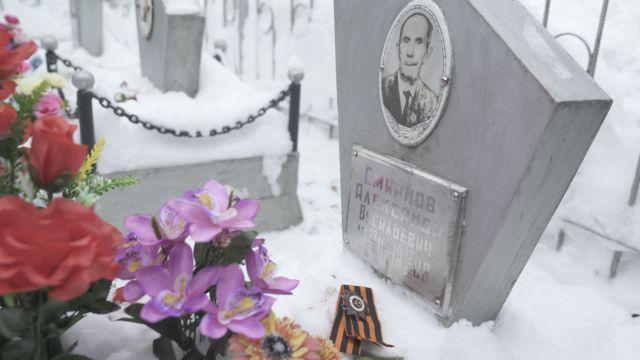 семья Смирнова на кладбище