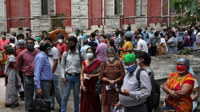 Очередь за прививкой в Калькутте