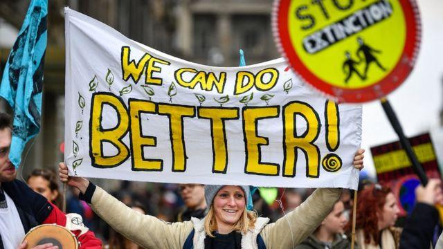Manifestantes contra el cambio climático en Edimburgo