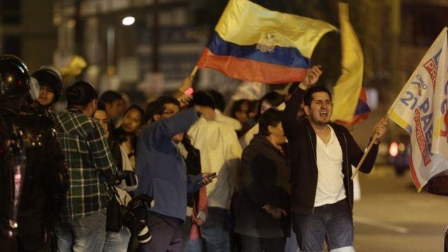 Manifestación frente al CNE