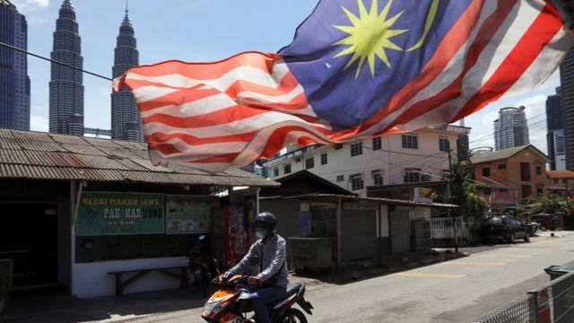 Negara tetangga dekat Indonesia, merayakan kemerdekaan mereka dari United Kingdom pada 31 Agustus 1957