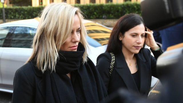 Flack chegando ao tribunal em 23 de dezembro