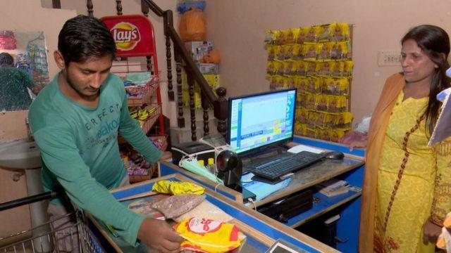 کھانے پینے کی اشیا  لاہور میں غریب افراد کو قسطوں پر راشن فراہم کرنے کی دکان چلانے والی خاتون کو اس سروس کا خیال کیسے آیا؟  115098307 a505a6b8 ca28 44cd bf17 2f79f7b9773f