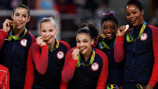 El equipo femenino de gimnasia olímpica de Estados Unidos