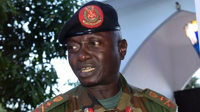 Le général Ousman Badjie a assuré à M. Jammeh sa loyauté et le soutien indéfectibles des forces armées gambiennes.