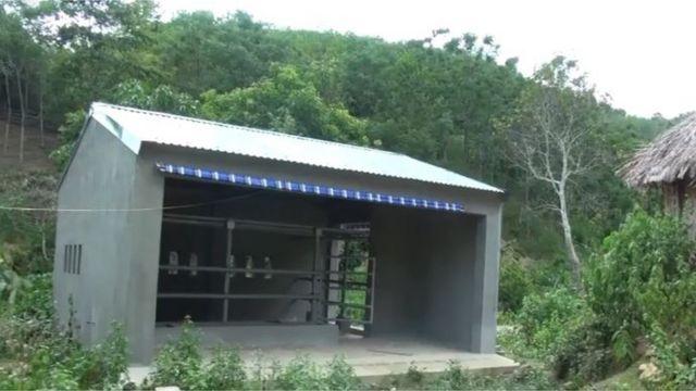 Chuồng bò nằm trong dự án dành cho người dân tộc Ơ Đu ở Nghệ An.