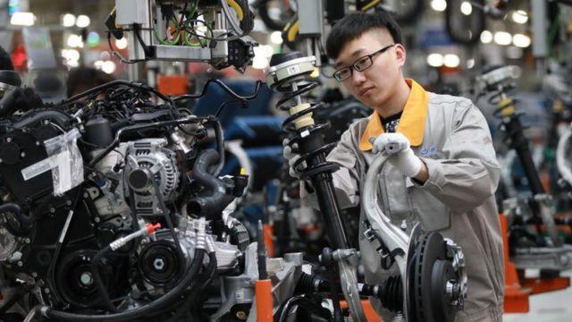 Thợ trong hãng xe Trung Quốc