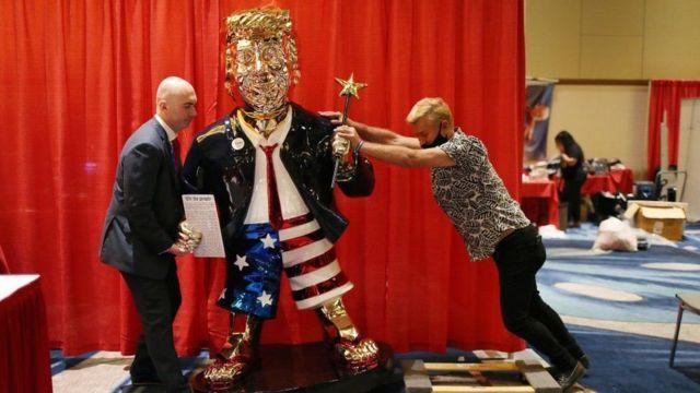 Trump heykeli
