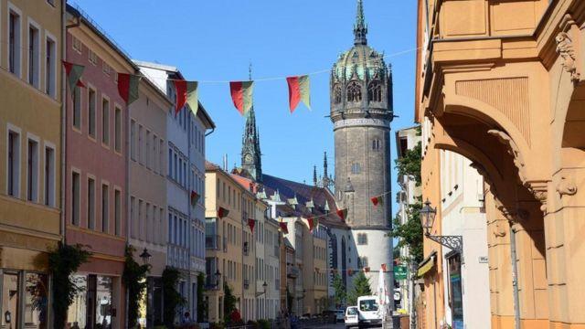 كنيسة القلعة التي ثبت فيها لوثر رسالتة الشهيرة