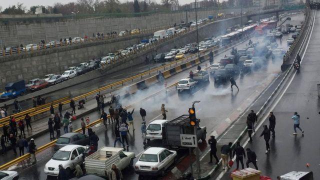 صحنه ای از اعتراضات آبان