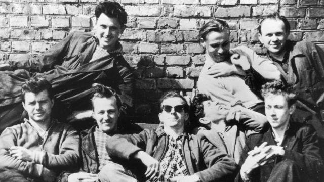 Lee Harvey Oswald com amigos em Minsk