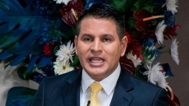 El conservador Fabricio Alvarado ganó popularidad con la opinión de la CIDH. (Foto: Ezequiel Becerra/AFP)