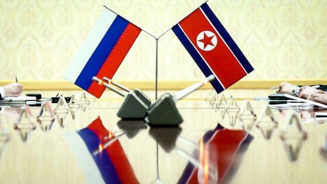 (캡션) 북한 인공기와 러시아 국기