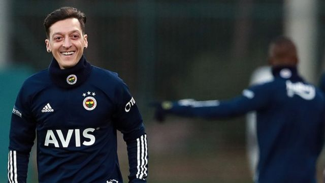 Fenerbahçe Haberleri   Spor Haberleri   Mesut Özıl Ile Kadroyu Tanıttılar.