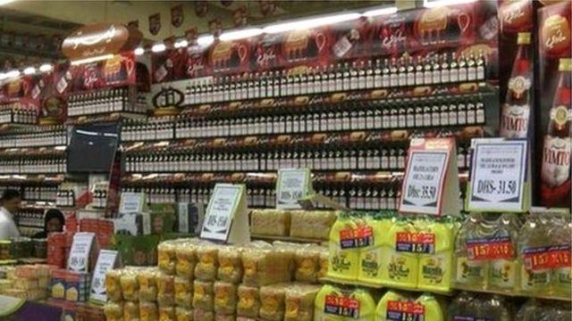 """أرفف مليئة بمشروبات """"فيمتو"""" في أحد محلات السوبر ماركت في الشرق الأوسط"""