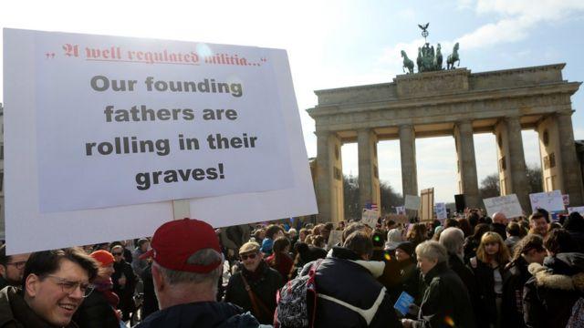 """""""Наши оснивачи се преврћу у гробу"""": демонстранти на протесту у Берлину."""