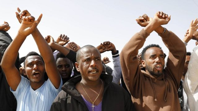 خرج المهاجرون الأفارقة في أكثر من مظاهرة ضد قرارات ترحيلهم