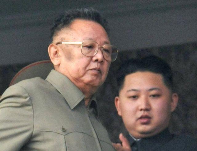 کیم جونگ-ایل رهبر سابق و پسر جوانش کیم جونگ-اون رهبر فعلی