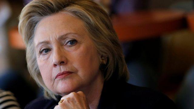 """""""Si Bill (Cliton) puede lidiar con Hillary, seguro puede lidiar con cualquier crisis global"""", dijo Johnson."""