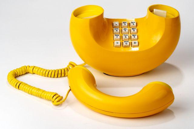 یک تلفن زرد