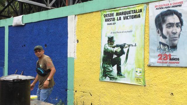 Un afiche de las FARC
