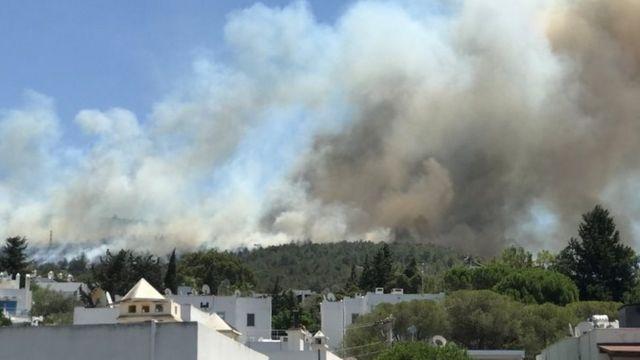 هتلها و خانههای مسکونی در شهر بدروم در خطر آتش گرفتن هستند