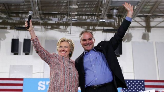 バージニア州で並んだクリントン氏とケイン氏