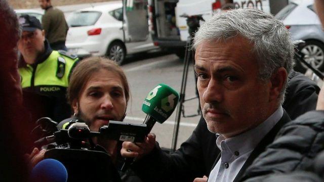 Jose Mourinho yitavye sentare hasigaye iminsi ibiri y'urukino rukurikira