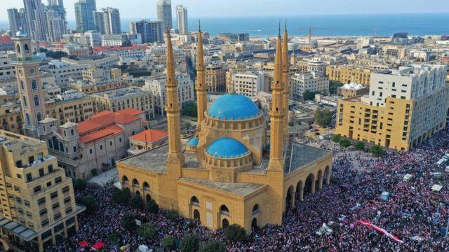 Manifestantes se congregan en Beirut, Líbano, 20 de octubre de 2019