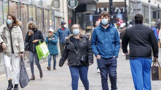 فيروس كورونا: دراسة تشير إلى وقوع نحو 100 ألف إصابة جديدة في بريطانيا يوميا