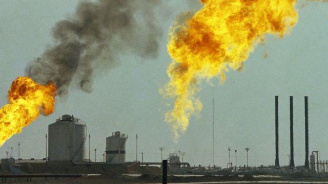 پالایشگاه نفت در جنوب ایران