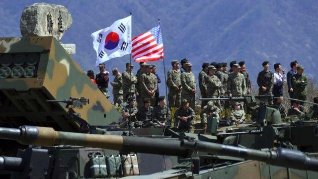 Exércitos sul-coreanos e americanos