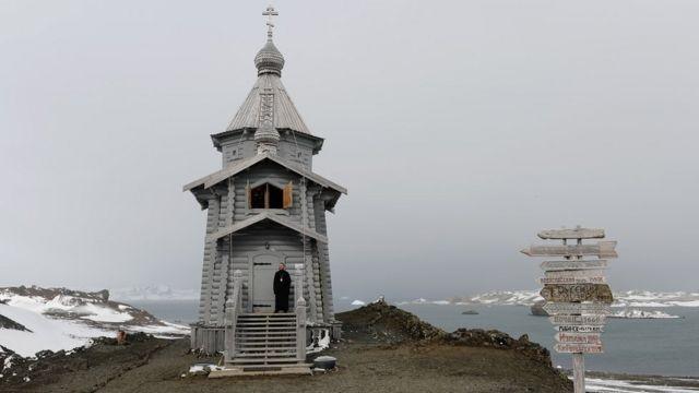 Православный храм Святой Троицы на острове Ватерлоо, освященный 15 февраля 2004 года
