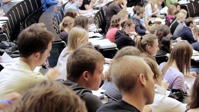 Estudiantes en una conferencia
